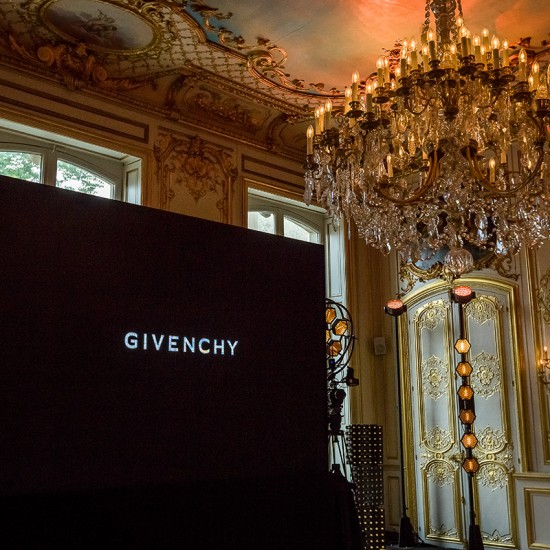 GIVENCHY<BR> <H6>GENTLEMAN<BR> PARIS <BR> JUILLET 2017</H6>
